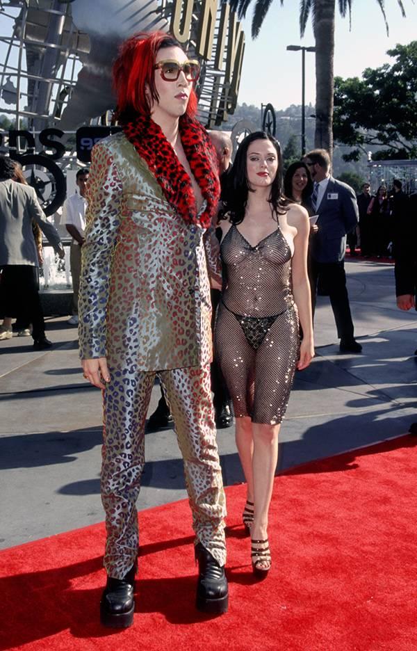 Marilyn Manson and Rose Mcgowan at the 1998 VMAs.
