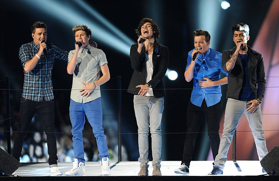 """The British heartthrobs of One Direction bring boy bands back to the 2012 VMAs with a regal rendition of """"One Thing."""""""