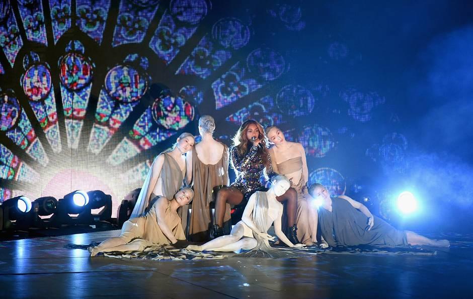 /content/ontv/vma/2014/photos/flipbooks/14-show-highlights/beyonce-getty-454109104.jpg