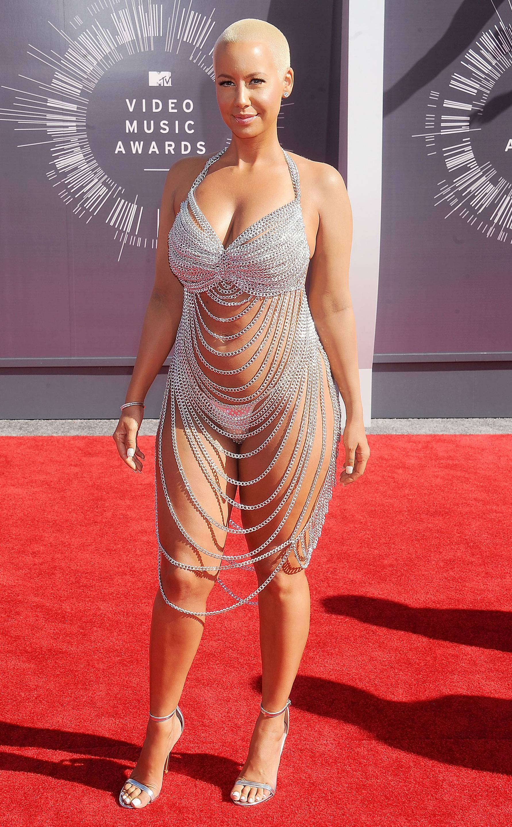 Amber Rose shows off her luminous skin in a bedazzled chain ensemble on the 2014 VMA red carpet.