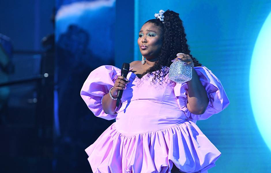 Lizzo channels her inner 80s goddess onstage.