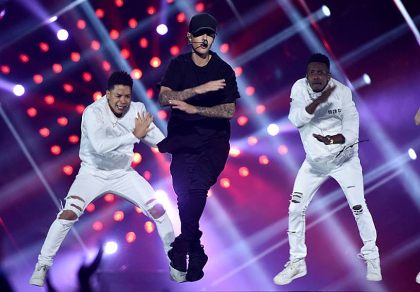 """Justin Bieber's high flying return to the 2015 VMA stage was exactly the kind of intense, memorable performance of """"What Do You Mean?"""" that loyal fans have been waiting for."""