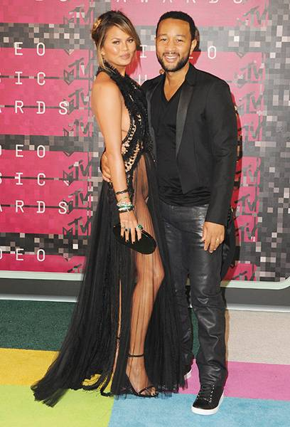 """Superstar """"it"""" couple Chrissy Teigen and John Legend are a matching duo in all black from head to toe on the 2015 VMA red carpet."""