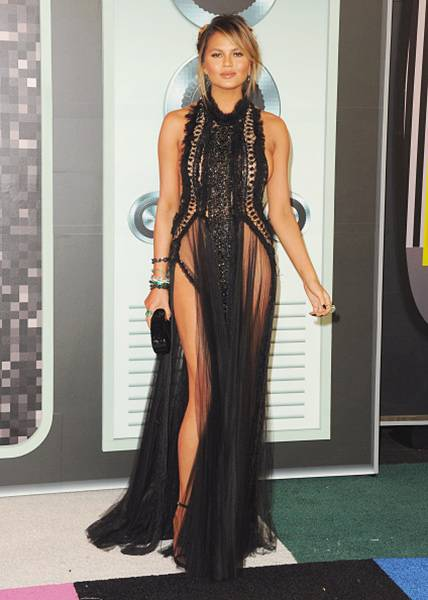 Model Chrissy Teigen was *this close* to baring all at the 2015 VMAs in a goth-chic gown that featured black lace, sheer panels, and two very daring slits.