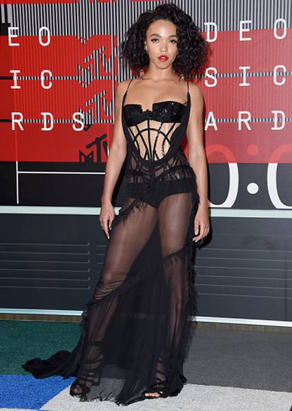 Artist To Watch nominee FKA Twigs strutted down the 2015 VMA red carpet in a black boudoir-inspired number that left little to the imagination.