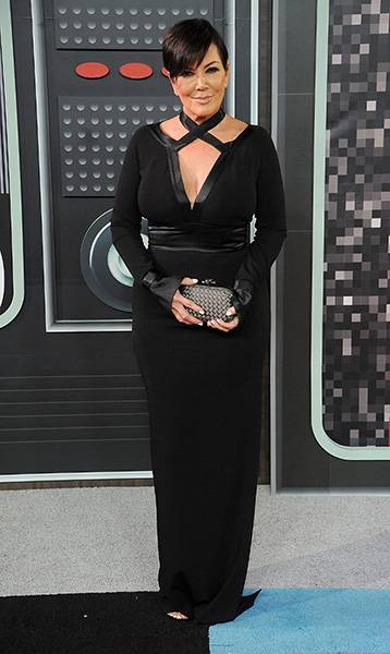 The matriarch of the Kardashian klan, Kris Jenner kept it classy with an effortless black gown on the 2015 VMAs red carpet.
