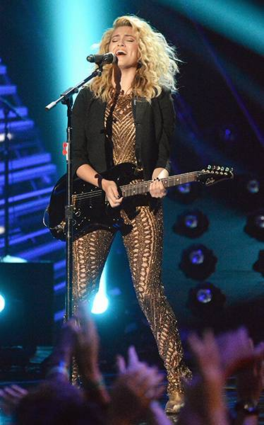 """Tori Kelly's knockout performance of """"Should've Been Us"""" at the 2015 VMAs had everyone jumping to their feet for a much-deserved standing ovation."""