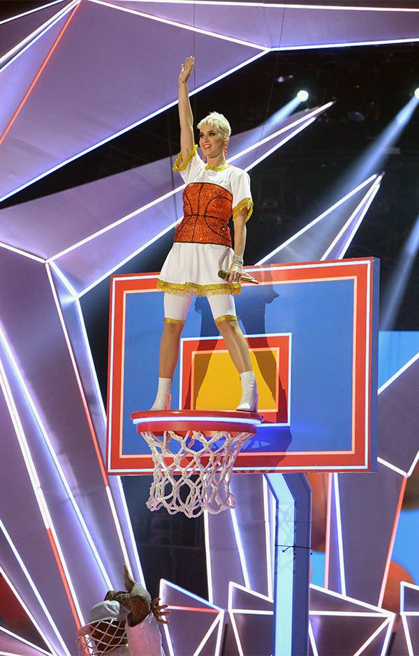 """To close out the 2017 show, VMA host Katy Perry brought her single """"Swish Swish"""" to the VMA stage with a basketball themed performance."""