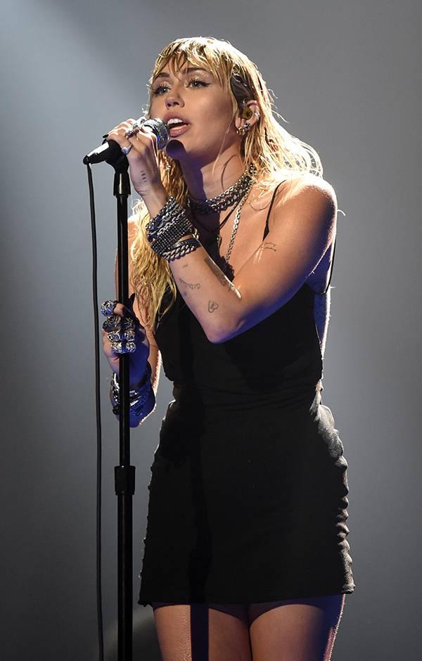 "Miley Cyrus sings ""Slide Away"" at the 2019 VMAs."