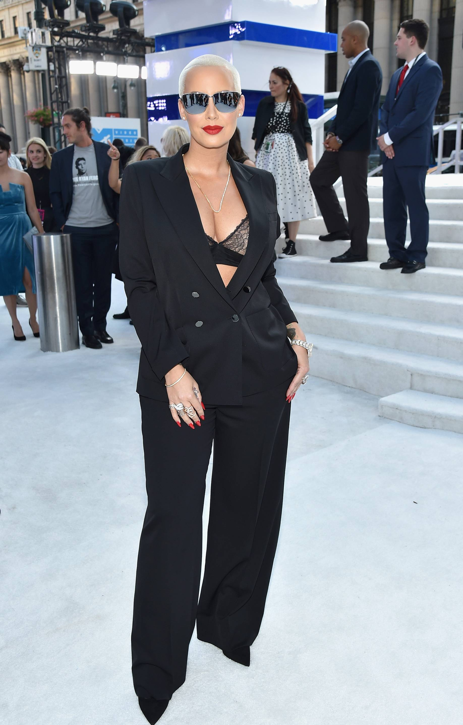 Amber Rose bares some skin in an all black mensware-inspired ensemble on the 2016 VMA red carpet.