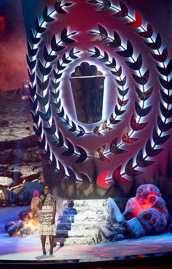 /content/ontv/movieawards/2014/photo/flipbooks/14-show-highlights/lupitastage.jpg