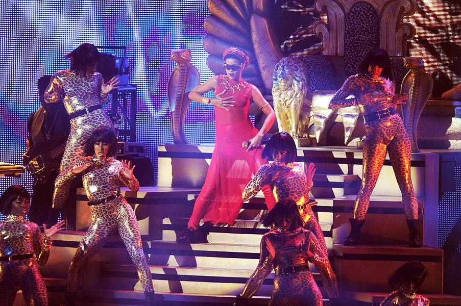 """At the 2012 VMAs, Rihanna steps down from her throne for a laser-beamed performance of """"Cockiness' & 'We Found Love."""""""
