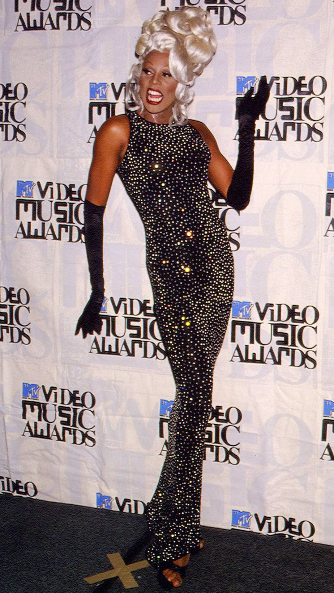 MTV Video Music Awards 2021   Are These MTV VMA 90s Looks Making a Comeback?   RuPaul Andre Charles   1080x1920