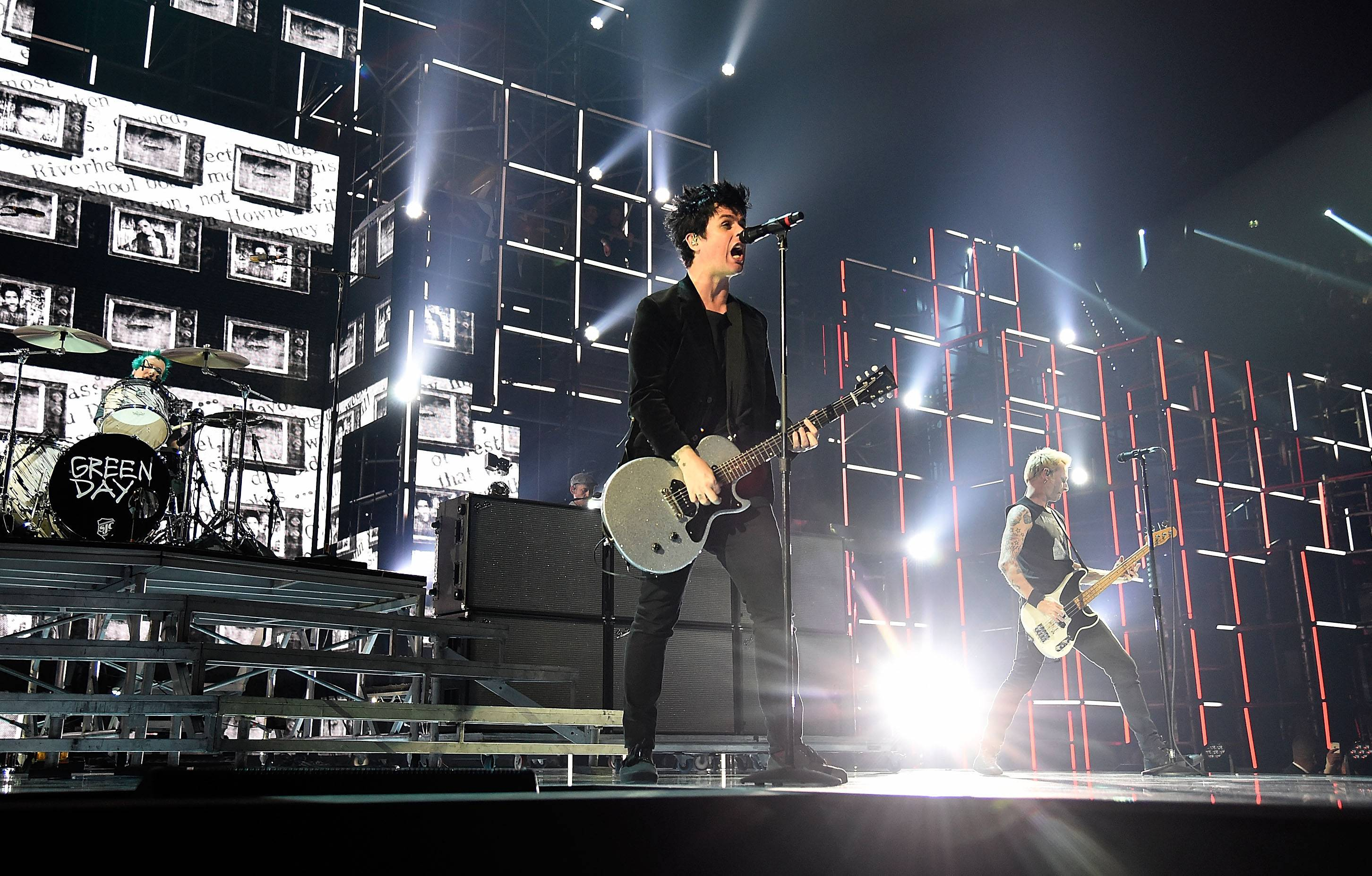 EMA 2016   Showstopping Performances Green Day   2300x1468