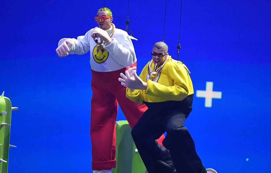 J Balvin and Bad Bunny fly onstage at the 2019 VMAs.