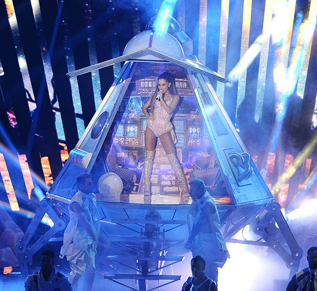 """Pint-sized diva Ariana Grande opened the 2014 Video Music Awards with an out-of-this-world performance of """"Break Free."""""""