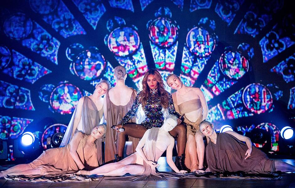 As if we needed another reason to bow down to Beyoncé, her flawless 2014 Video Vanguard performance featured heavenly dancers who looked straight from a painting, pole dancing, feminism and home videos of Blue Ivy.