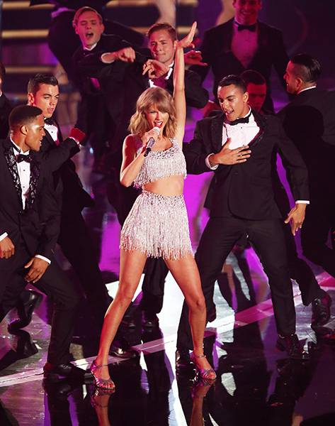 """Taylor Swift's """"Shake It Off"""" performance featured dapper dancing dudes and lots of shimmering fringe at the 2014 Video Music Awards."""