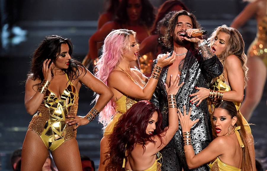 """Maluma brings an explosive performance of """"Felices Los 4"""" to the 2018 VMA stage."""