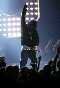 /content/ontv/vma/2006/images/galleries/main_show/act_7/10150495_sq.jpg