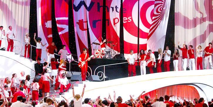 /content/ontv/movieawards/retrospective/photo/flipbooks/showstopping-musical-performances/2002-white-stripes-2258585.jpg