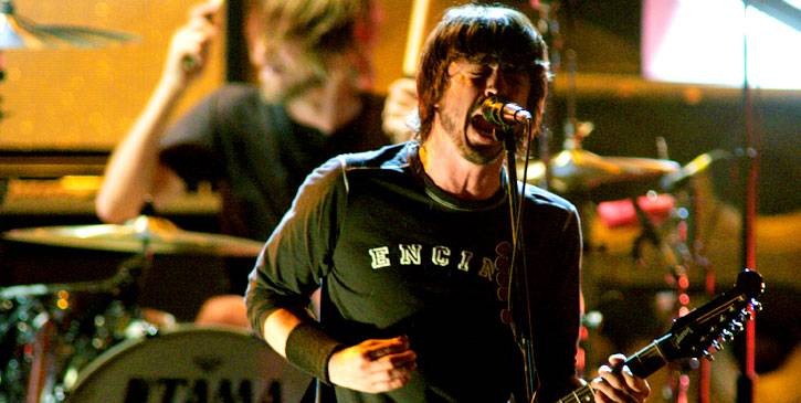 /content/ontv/movieawards/retrospective/photo/flipbooks/showstopping-musical-performances/2005-foo-fighters-10580122.jpg