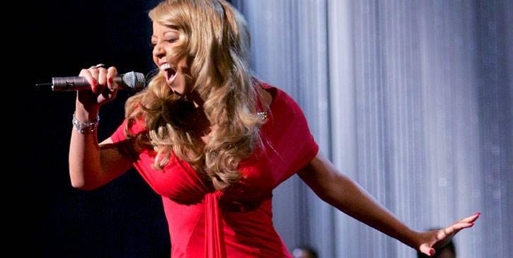 /content/ontv/movieawards/retrospective/photo/flipbooks/showstopping-musical-performances/2005-mariah-carey-53021611.jpg