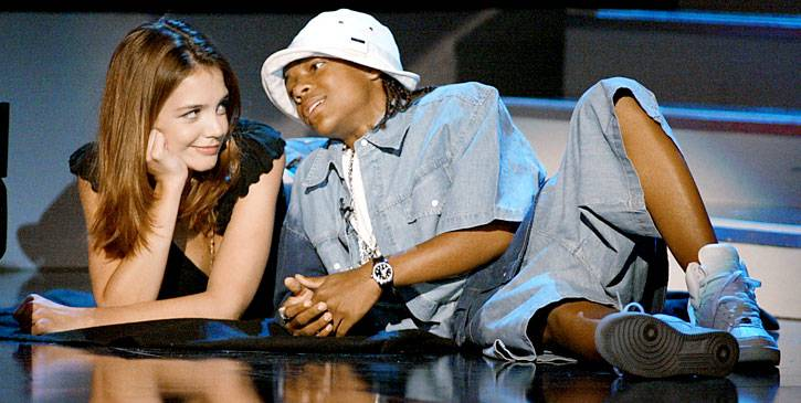 /content/ontv/movieawards/retrospective/photo/flipbooks/most-memorable-movie-awards-moments/2002-katie-holmes-lil-bow-wow-2258589.jpg
