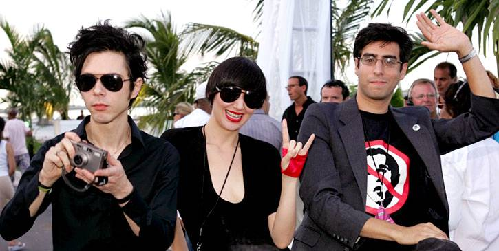 Dressed in matching black, The Yeah Yeah Yeahs arrive to the 2004 VMAs in style.