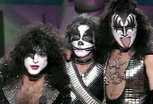 /content/ontv/movieawards/images/1996/flipbook/Kiss.jpg