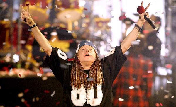 """Guns N' Roses perform """"Welcome To The Jungle"""" and """"Madagascar"""" at the 2002 MTV Video Music Awards in New York City."""