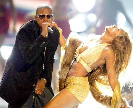 """Jay-Z and Beyonce perform """"Baby Boy"""" and """"Crazy in Love"""" at the 2003 MTV Video Music Awards in New York City."""