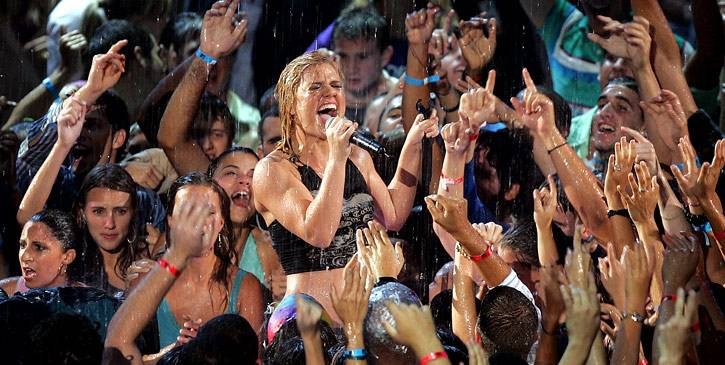 """Kelly Clarkson performs """"Since U Been Gone"""" on stage at the 2005 Video Music Awards in Miami."""