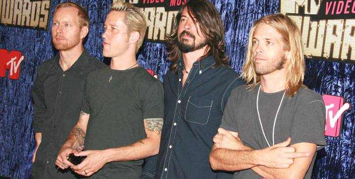 Rawkers Foo Fighters ditch the glitz and glam for an effortless black ensemble at the 2007 VMAs.