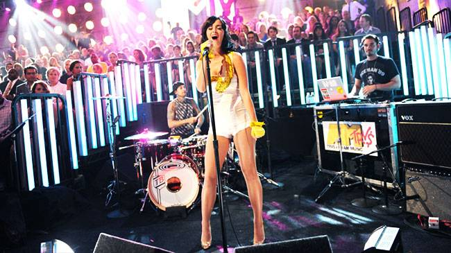 /content/ontv/vma/2008/photo/flipbooks/08-performers/katy_perry_16001086_wire.jpg