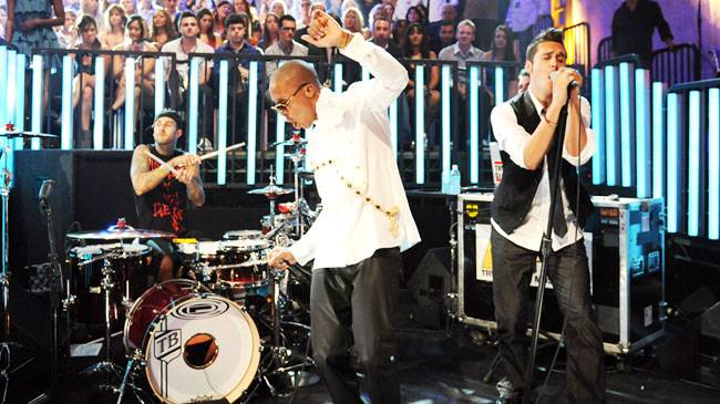 """Lupe Fiasco and Matthew Santos perform """"Superstar"""" during the 2008 MTV Video Music Awards in Hollywood. <MTVNLINK type=""""url"""" id=""""http://www.mtv.com/overdrive/?id=1593810&vid=272694"""">Watch Lupe Fiasco and Matthew Santos' MTV VMA performance."""
