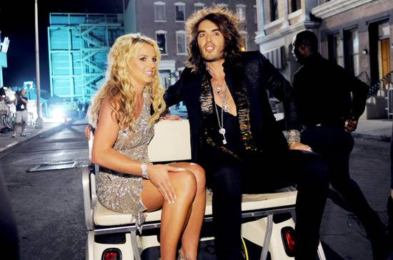 /content/ontv/vma/2008/photo/flipbooks/08-show-highlights/britney_spears_russell_brand_16001757_wire.jpg