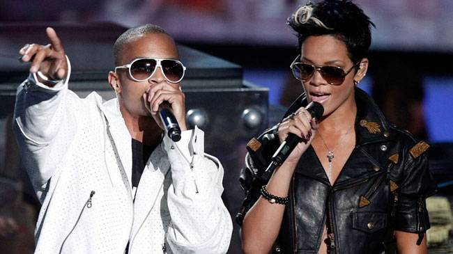 """T.I. and Rihanna perform """"Live Your Life"""" during the 2008 MTV Video Music Awards in Hollywood."""