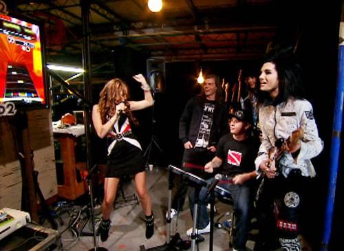/content/ontv/vma/2008/photo/flipbooks/08-show-highlights/miley_cyrus_tokio_hotel_rock_band_mtv.jpg