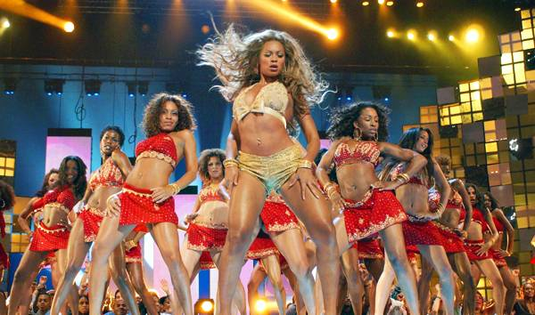 08.28.2003, New York City, NY: This luscious lady has the right moves...and outfit! Bootylicous Beyoncé grooves at the 2003 MTV VMAs.