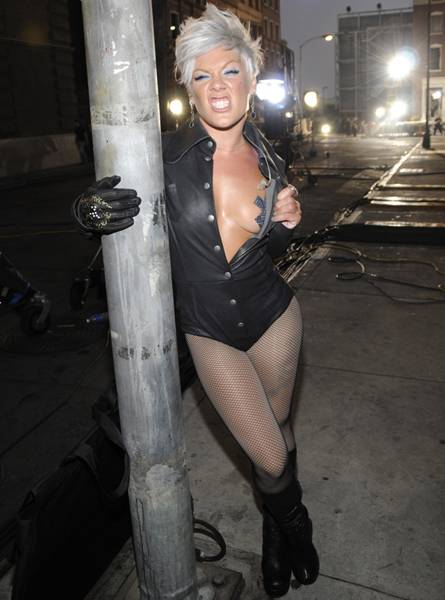 P!nk backstage at the 2008 MTV Video Music Awards at Paramount Pictures Studios on September 7, 2008 in Los Angeles, California.