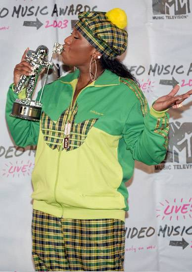 Missy Elliott gives her new BFF, the Moonman, a sweet peck at the 2003 MTV Video Music Awards.