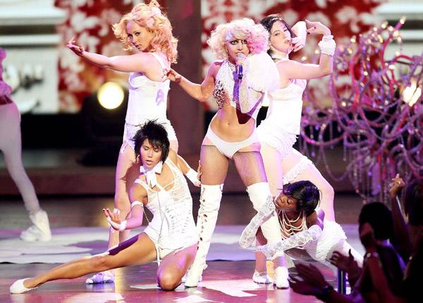 /content/ontv/vma/2009/photo/flipbook/09-show-highlights/lady_gaga_getty90713386.jpg