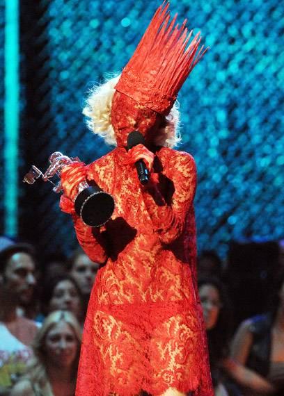 /content/ontv/vma/2009/photo/flipbook/09-show-highlights/lady_gaga_getty90714930.jpg