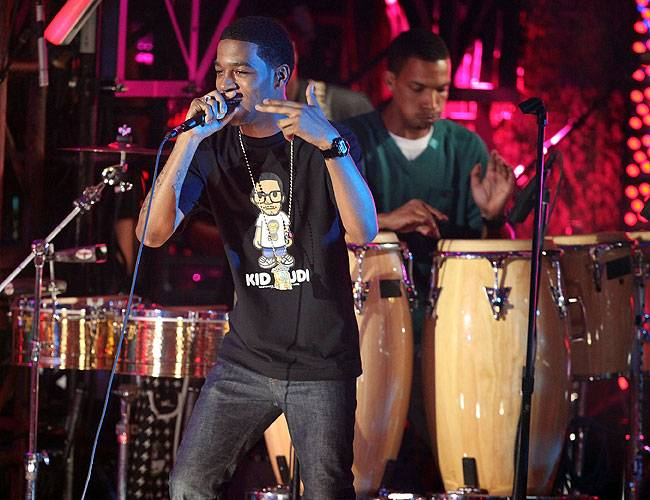 """Kid Cudi and the MTV House band perform """"Make Her Say"""" on stage at Radio City Music Hall at the 2009 MTV Video Music Awards."""