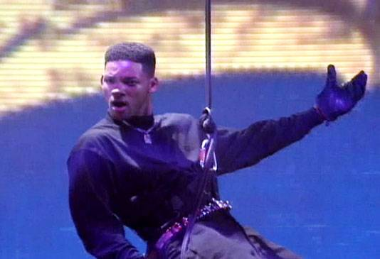/content/ontv/movieawards/retrospective/photo/flipbooks/most-memorable-movie-awards-moments/1994-host-will-smith.jpg