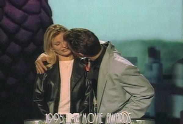 Movie & TV Awards 1995 | Lip Lock Flipbook Cameron Diaz/Chris Isaak | 600x408