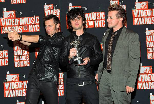 Ever the punk rockers, Green Day mix a little Moonman-silver in with their award-show ensemble at the 2009 Video Music Awards.