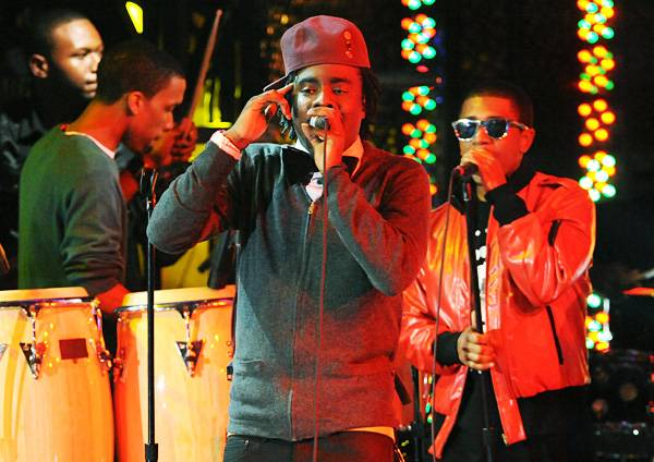 """Wale performs """"Chillin'"""" at Radio City Music Hall at the 2009 MTV Video Music Awards."""