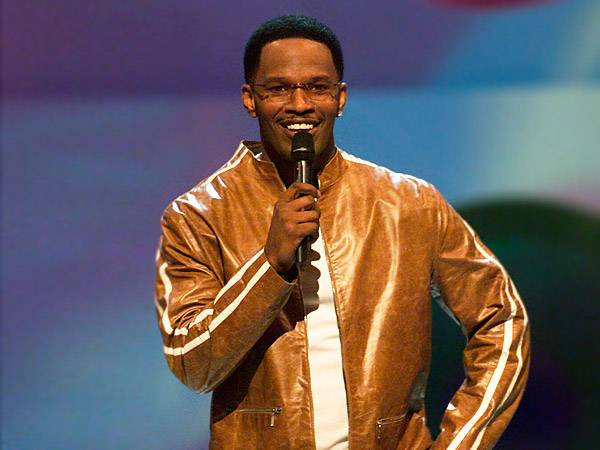Jamie Foxx set the hosting standards high at the 2001 VMAs when he performed operatic medleys, comedy sketches and dance routines. We're tired just thinking about it!